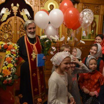Воскресная школа поздравила настоятеля храма протоиерея Михаила Подолея с Днем Ангела!