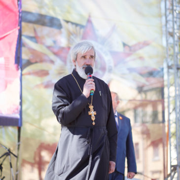 Благочинный Красносельского благочиннического округа поздравил жителей и гостей Красного Села с Днем Победы