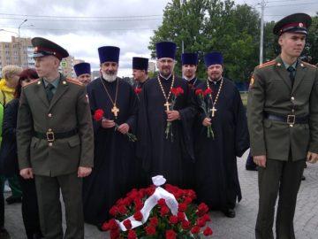 Духовенство Красносельского благочиния приняло участие в торжественно-траурной церемонии возложения цветов